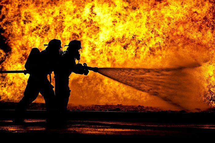 Bomberos y fuego