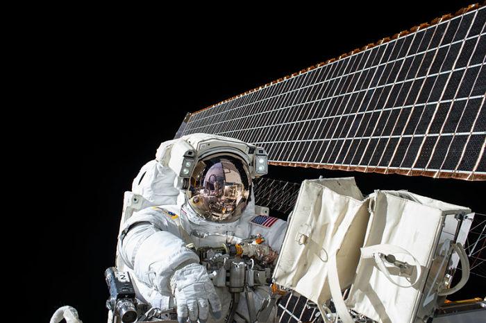 Astronauta en el cielo